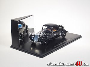 Scale model of Citroen Traction Avant 7C Faux Cabriolet (1934) produced by Universal Hobbies.
