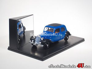Scale model of Citroen Traction 7A (1934) produced by Universal Hobbies.