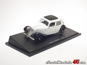 Scale model of Citroen Traction 7A Gray (1934) produced by Universal Hobbies.
