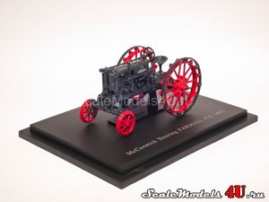Scale model of McCormick Deering Farmall F12 (USA 1935) produced by Universal Hobbies.